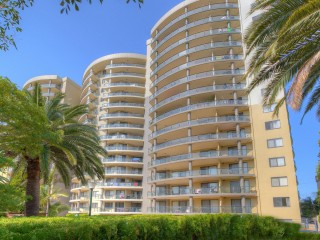 View profile: 3 Bedrooms! 2 Bathrooms! Walk to Station!