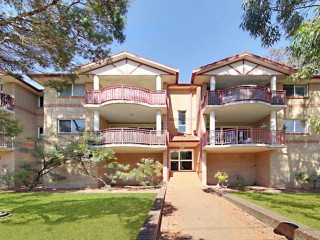 View profile: Outstanding Location - 2 Minutes Walk to Station!