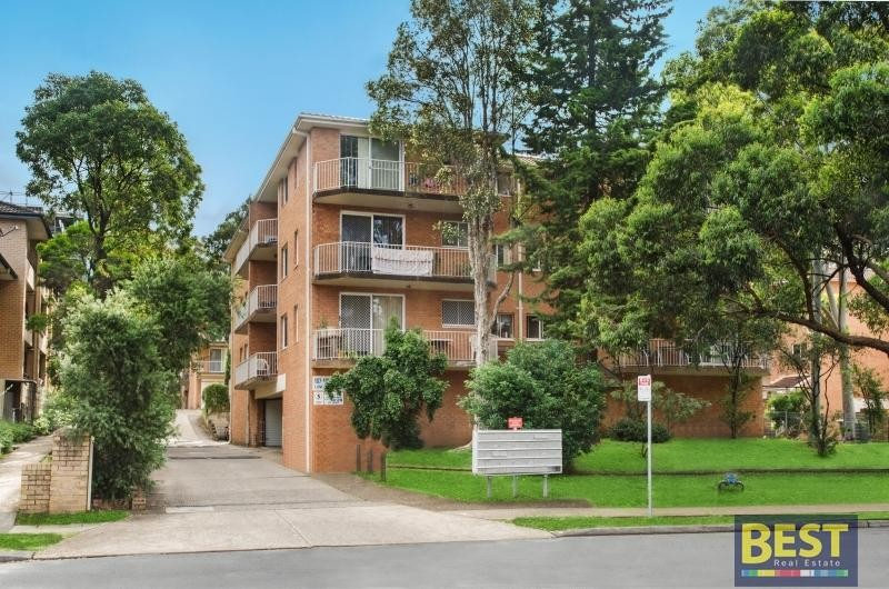 Fabulous spacious top floor unit in the heart of Wentworthville – boasts location and security!