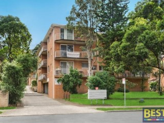View profile: Fabulous spacious top floor unit in the heart of Wentworthville – boasts location and security!