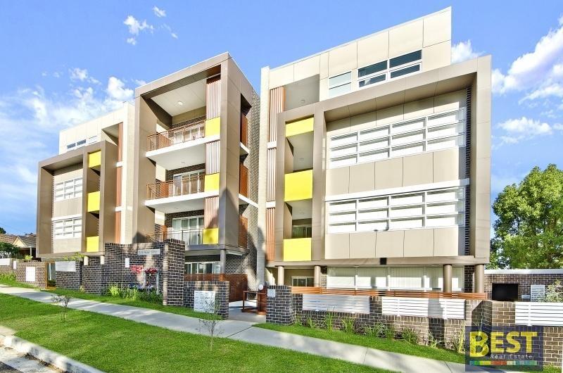 Absolutely Stunning Top Floor Luxury Apartment!