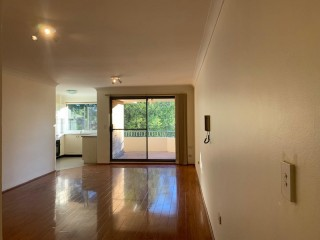 View profile: Minutes Walk to Station & Shopping Centre! Freshly Painted