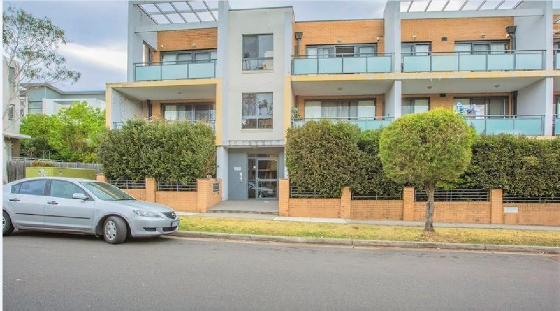 Perfectly located huge one bedroom unit with lock up garage!