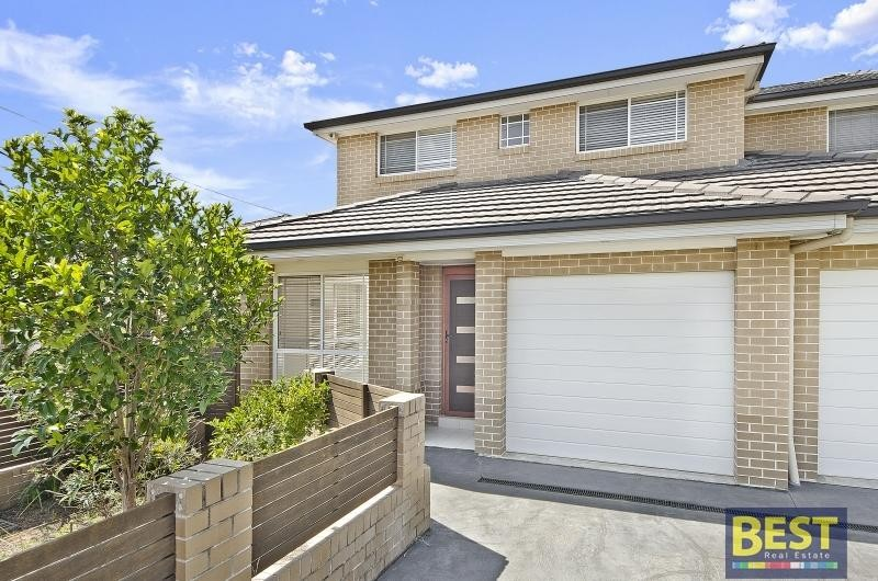 Stunning TORRENS Title Duplex in Outstanding Location!