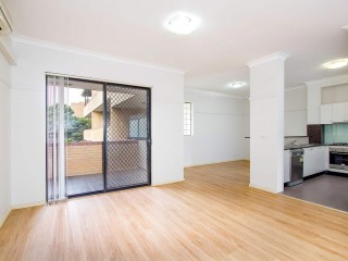 View profile: Superb Modern Unit! Outstanding Location!