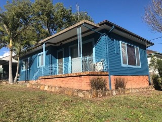 View profile: Excellent Location! Spacious 3 bedroom house!