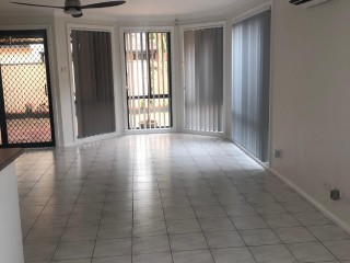 View profile: Refurbished 3 Bedroom Villa in great location