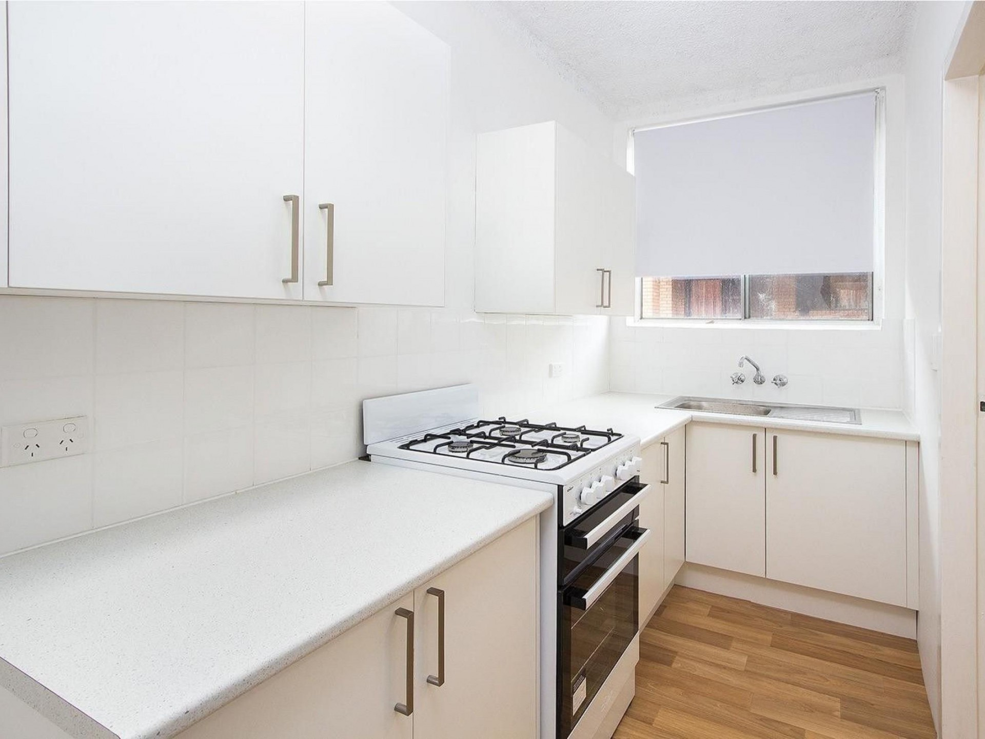 Conveniently located 2 bedroom Unit - very close to train station!