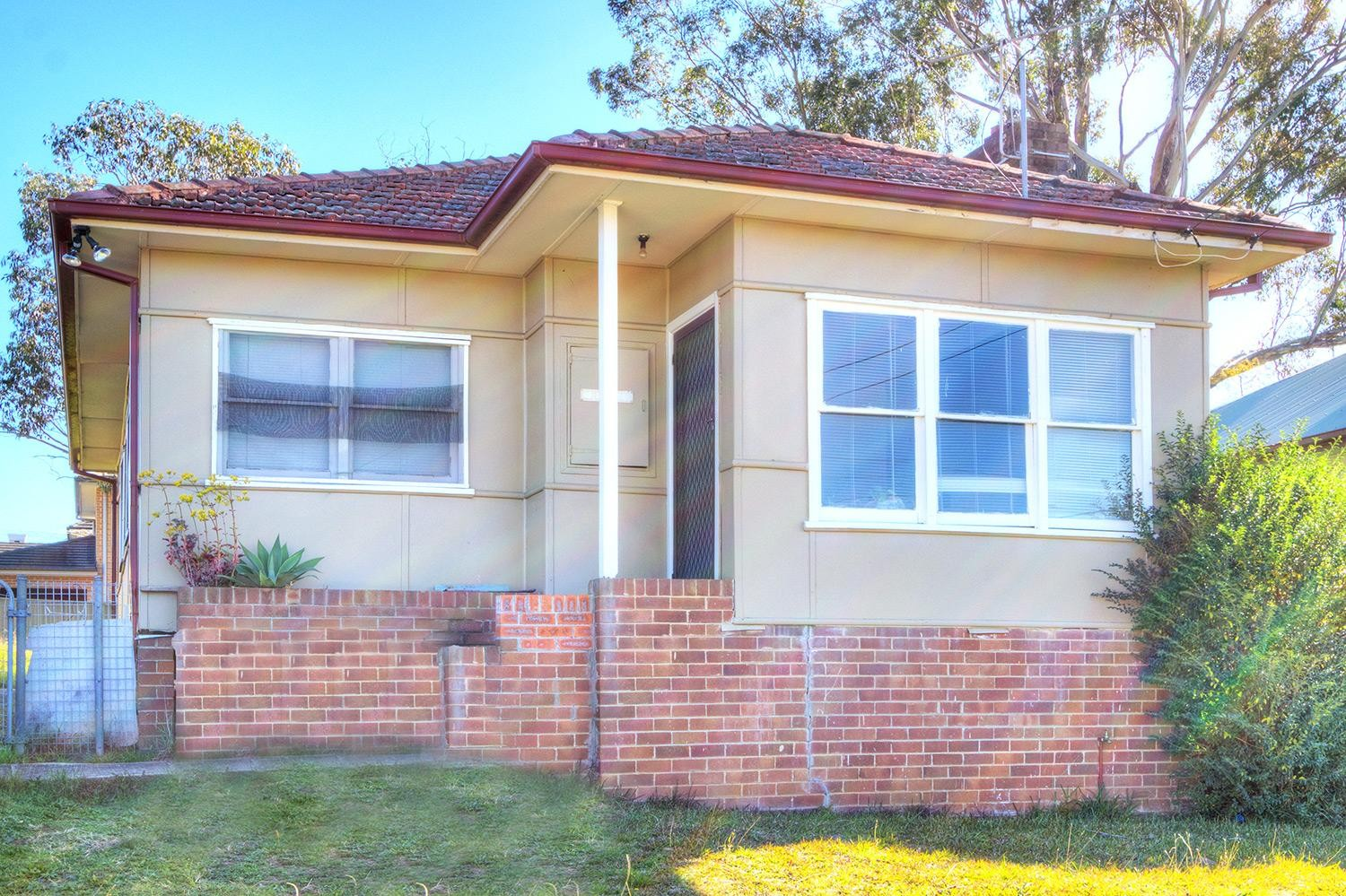 Fully Renovated! Walk to Station & Shops!