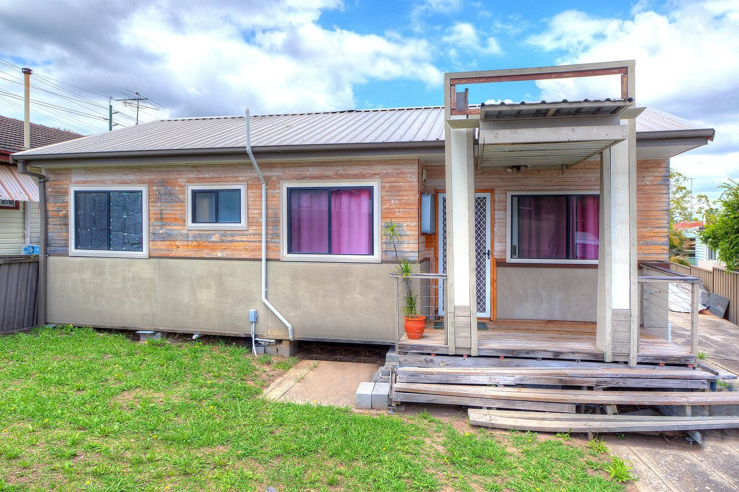 Lovely two bedroom granny flat!!!