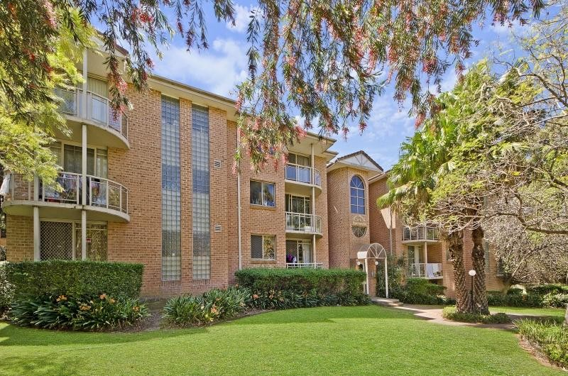 Outstanding Location- 2 Minutes' Walk to Station & Near Westmead Hospital!