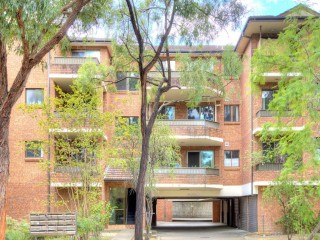 View profile: New on The Market! 7 Minutes to Station!