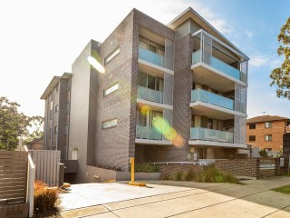 View profile: Luxurious Newly Built Unit! Outstanding Location