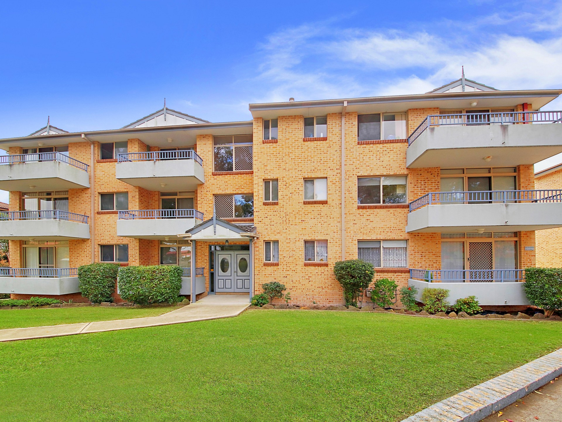 Top Quality Unit- 3 Minutes Walk to Station!