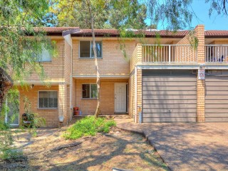 View profile: Lovely Refurbished 3 Bedroom Townhouse