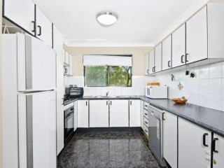 View profile: 2 Minutes to Station & Gas cooking! All reasonable offers considered!