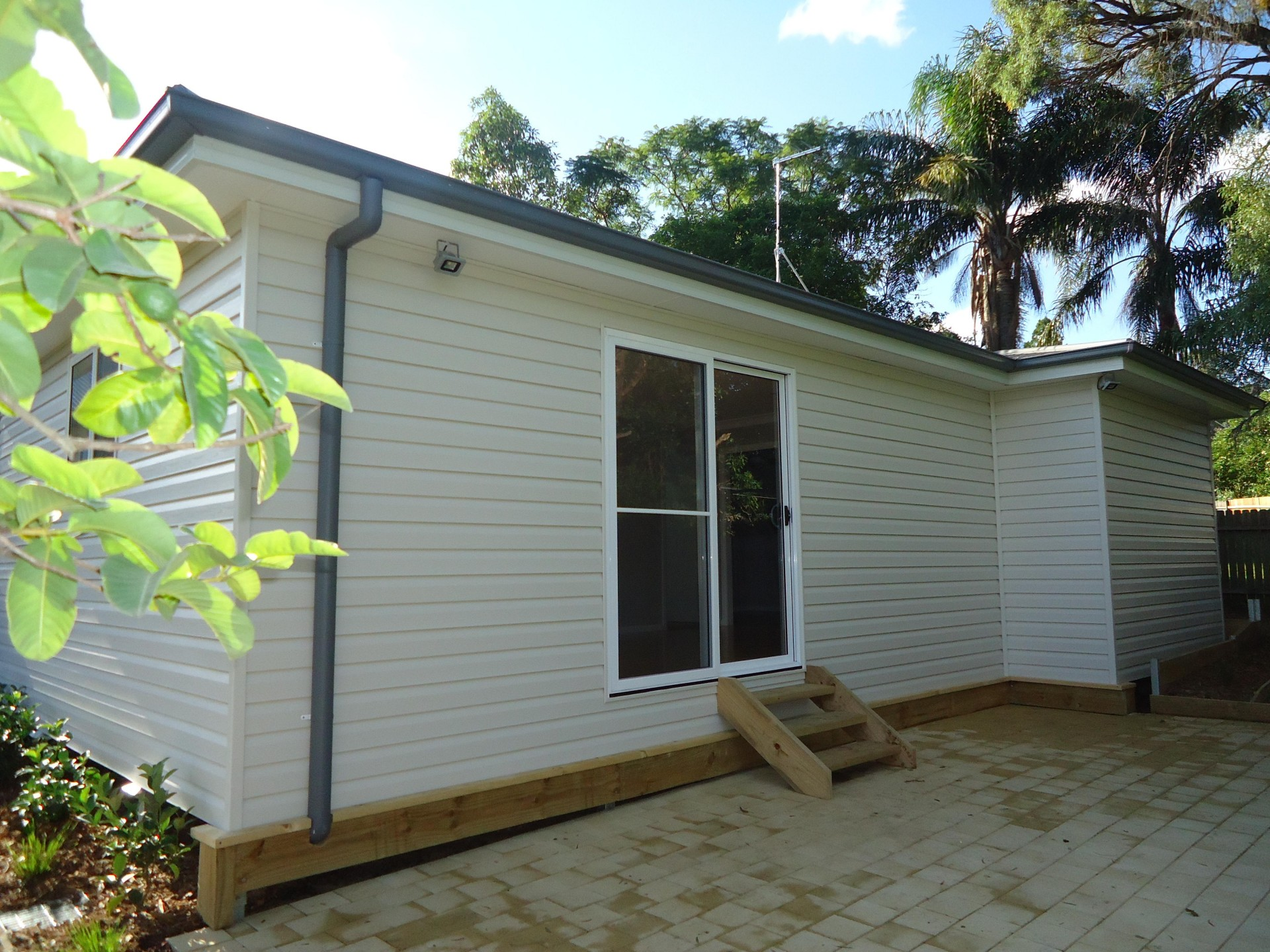Air Conditioning & Private Yard