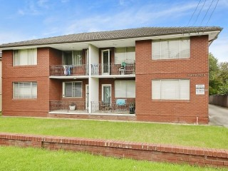View profile: First Floor Unit In Well Looked After Location !!