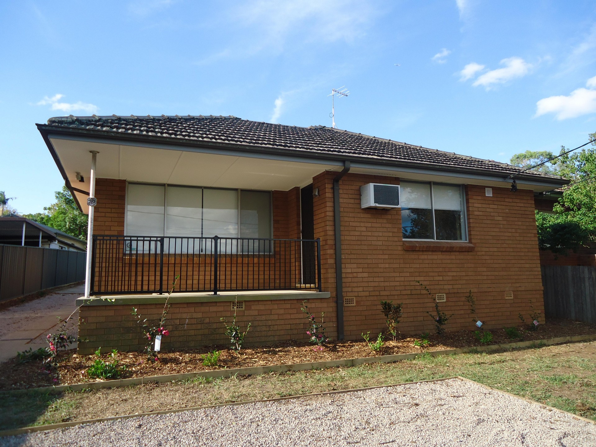 Lovely very modern 3 bedroom house. PET FRIENDLY.