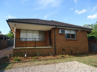 View profile: Lovely very modern 3 bedroom house. PET FRIENDLY.