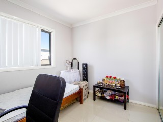 View profile: Huge 3 Bedroom, 2 Bathroom Unit- Walk to Station!