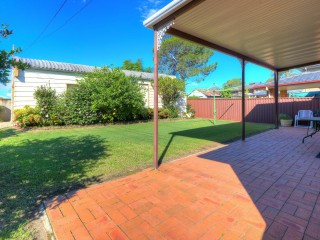 View profile: Outstanding Corner Block! 10 Minutes to Station & Shops!