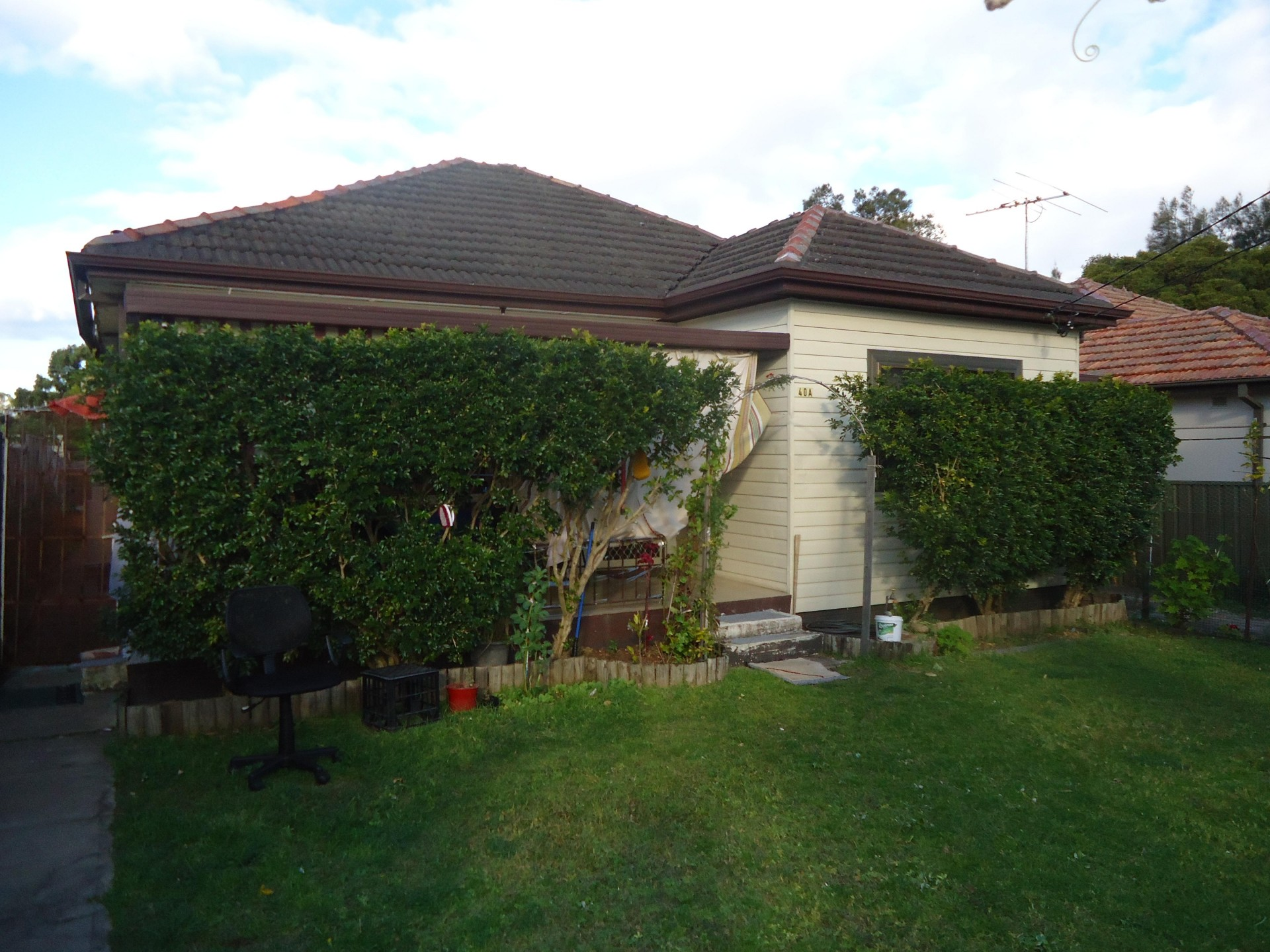 Conveniently located 2 bedroom Granny Flat!