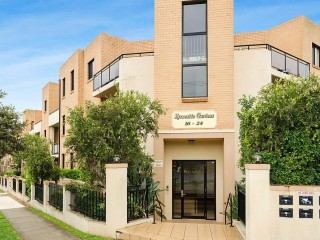 View profile: Outstanding Ground Floor Unit with Courtyard!