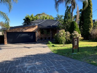 View profile: 3 bedroom modern family home located in a leafy suburb.  Water included in rent!