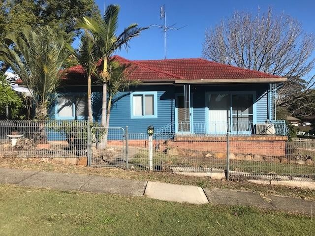 Excellent Location! Spacious 3 bedroom house!
