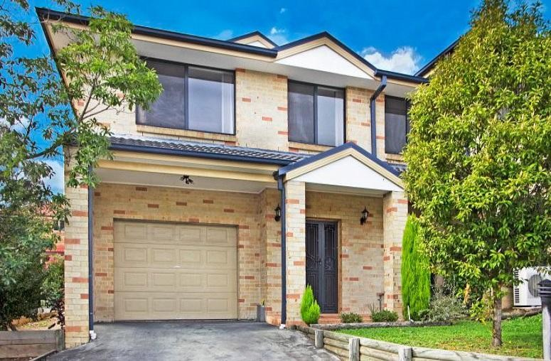 3 Bedroom Townhouse - walk to Seven Hills Station