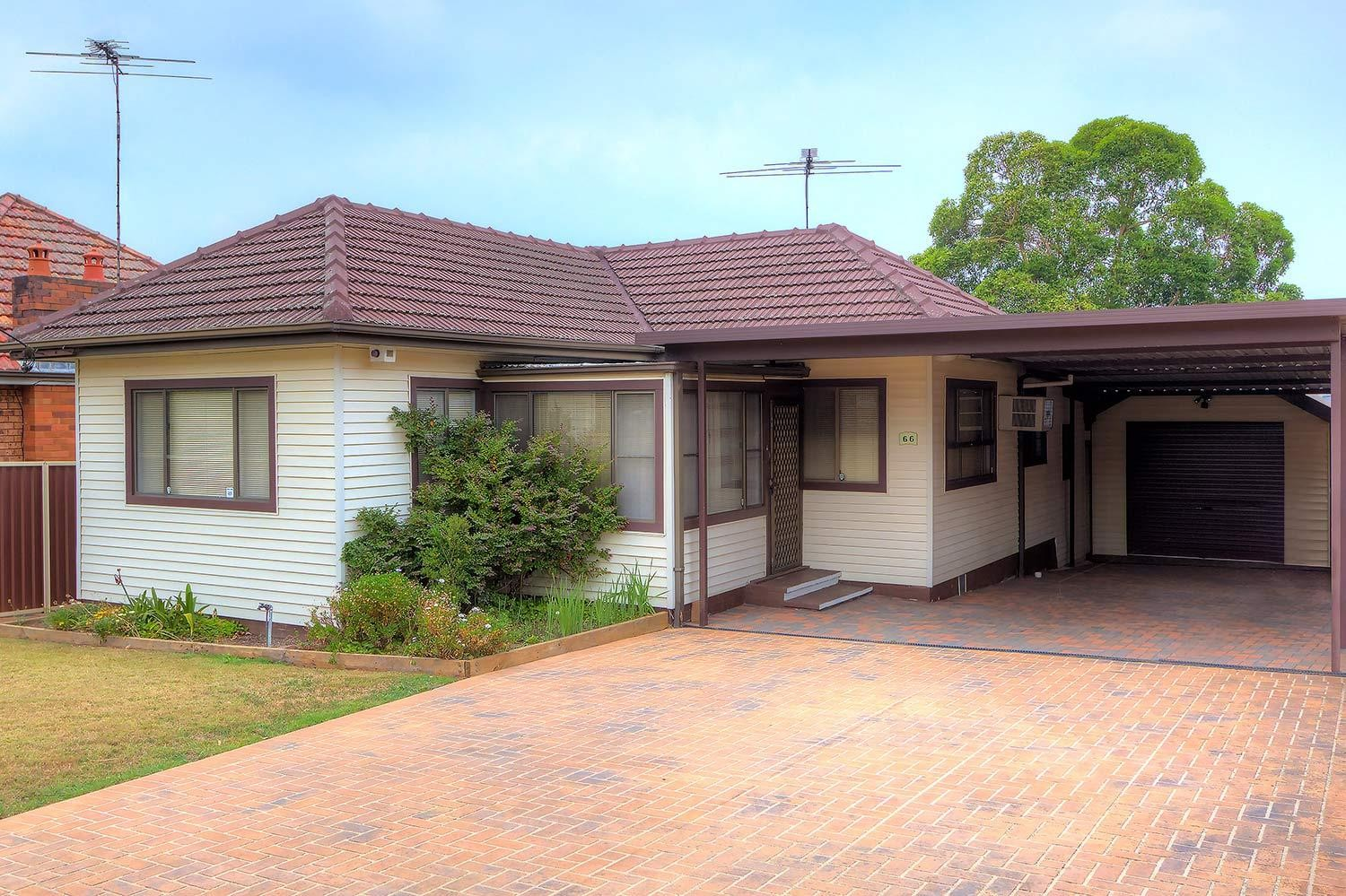 Outstanding Location! 10 Minute Walk to Station