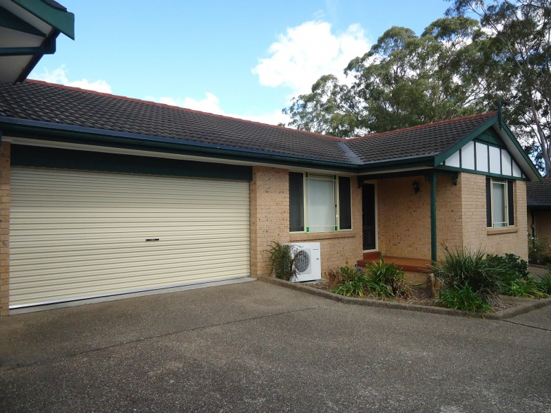 3 Bedrooms! Walk to Station!