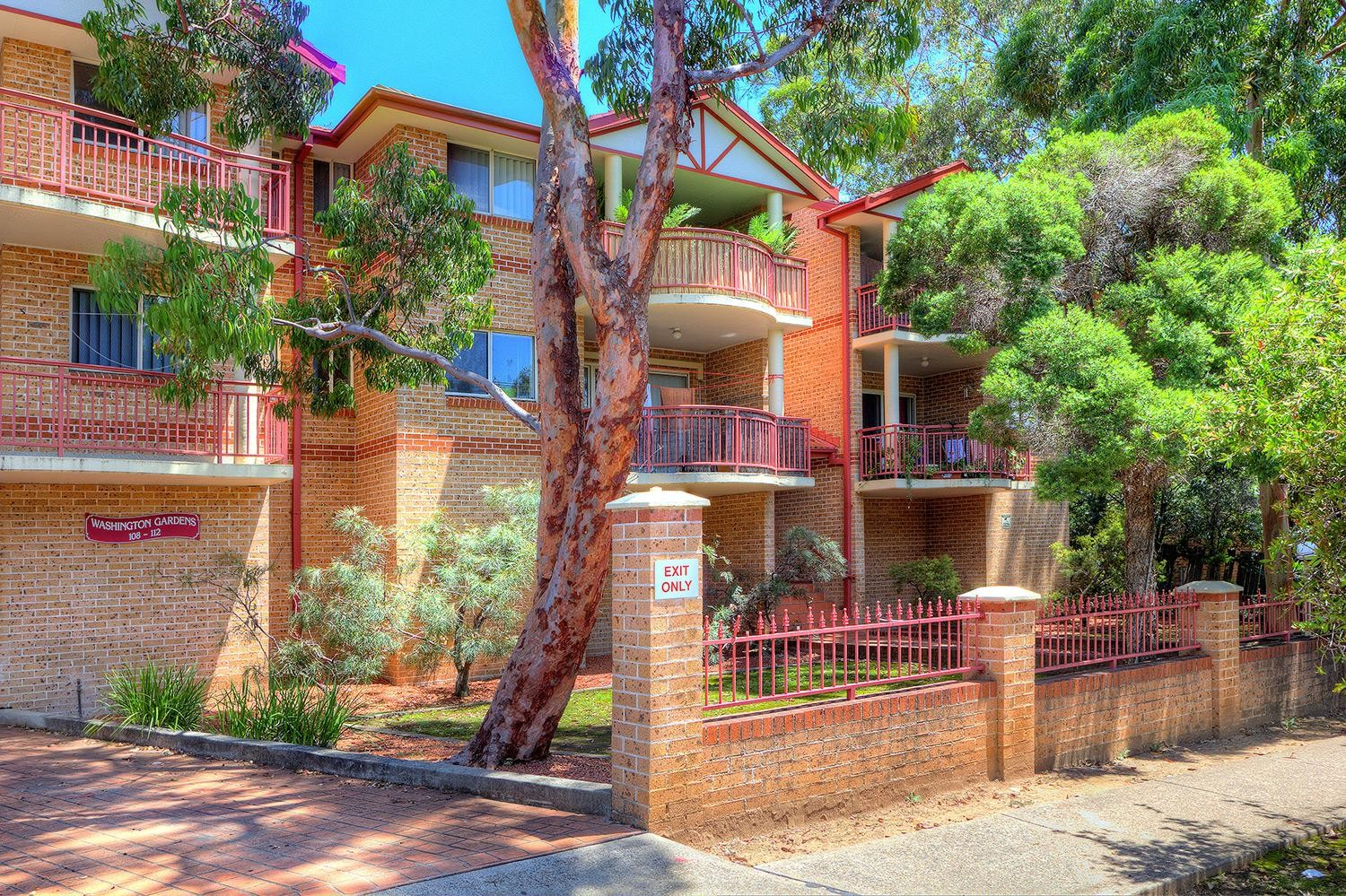 COMPLETELY RENOVATED!  AIR CON AND DOUBLE GARAGE!