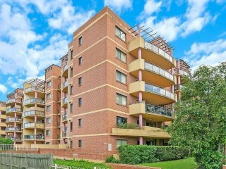 View profile: Modern spacious 2 bedroom and 2 bathroom unit with lift access!