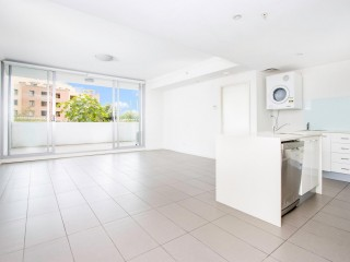 View profile: Luxury Living! Walk to Westfields, Station & Shops!