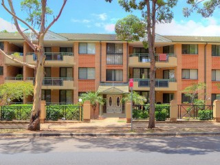 View profile: 10 Minute's Walk to Station! Plus Swimming Pool!