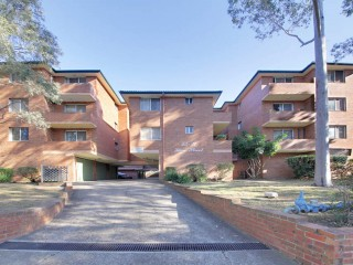 View profile: Easy Stroll to Station & Shopping Centres!