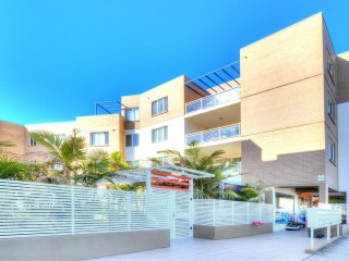 View profile: 2 Bedrooms! 2 Bathrooms! 2 Minutes to Station!