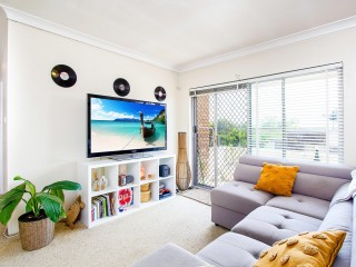 View profile: Outstanding Location- Walk to Shopping Centre & Transport!