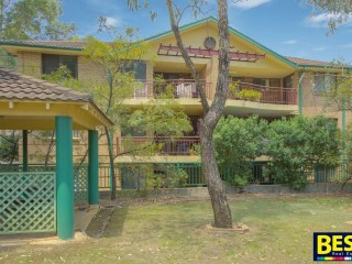 View profile: Great Unit! Walk to Shops & Station!