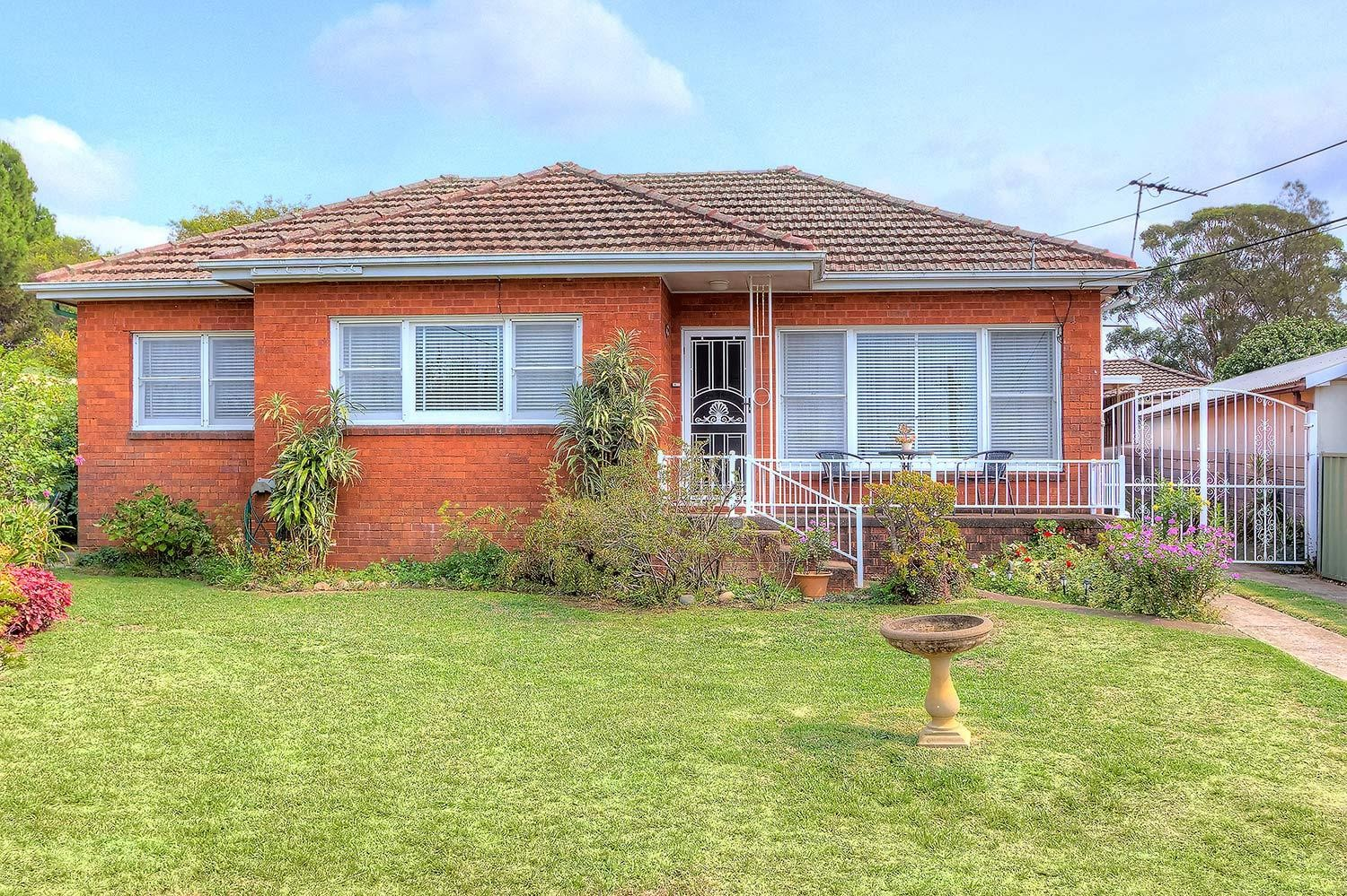 Outstanding Location! 5 Minute Walk to Station!
