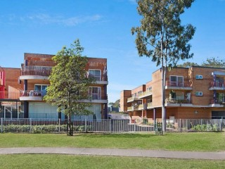 View profile: Stunning 2 bedroom apartment conveniently located 3 minutes walk to Toongabbie Train station!