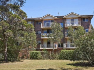 View profile: Two bedroom unit within outstanding location! Stroll to school, station & hospital!