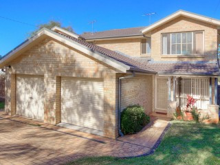 View profile: Walk to Station! 3 Bedroom Duplex